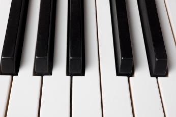 piano-keys-close-up-garry-gay