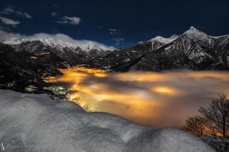 chiavenna-italy-fog-illuminated-at-night